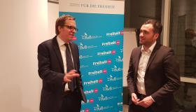 Marcus Theurer, Korrespondent der F.A.Z. in London und Konstantin Kuhle, Bundesvorsitzender der Jungen Liberalen im Gespräch