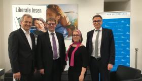 (v.l.n.r.) Heiner Werner (Moderator), Torsten Windels (Chefvolkswirt der Nord/LB), Anne Vormelchert (Regionalbüroleiterin der Friedrich-Naumann-Stiftung, Hannover), Dr. Josel Braml (Deutsche Gesellschaft für Auswärtige Politik, DGAP).